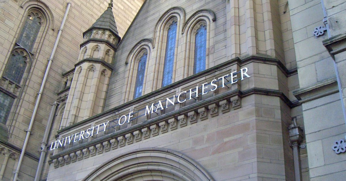 university_of_manchester_-_whitworth_building-1